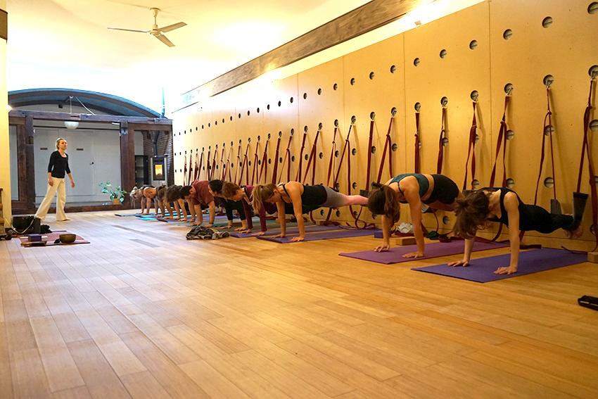 Yoga Mataro paret